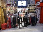 mobilier comercial pentru magazin de îmbrăcăminte